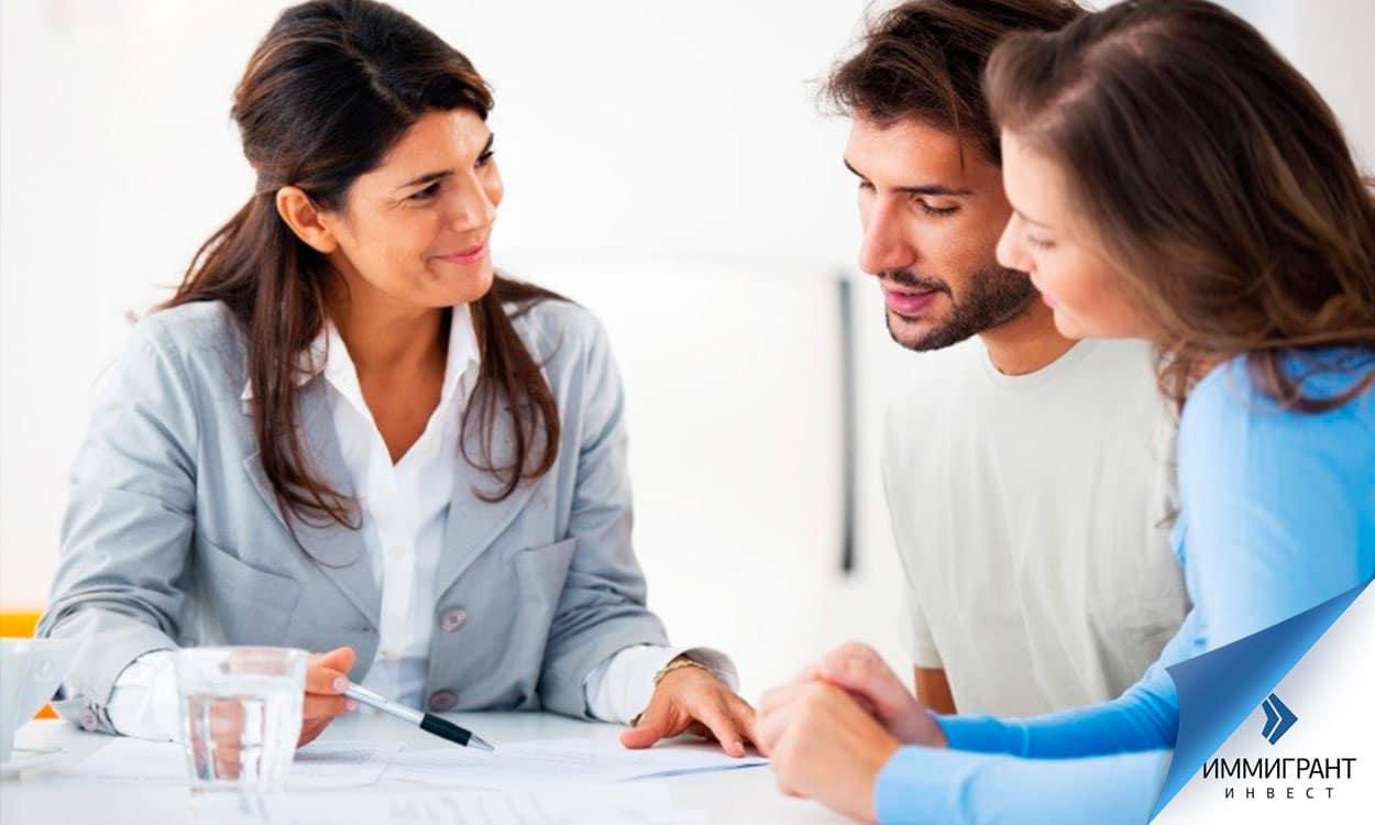В некоторых банках работают англо- и даже русскоговорящие сотрудники, которые помогут оформить документы