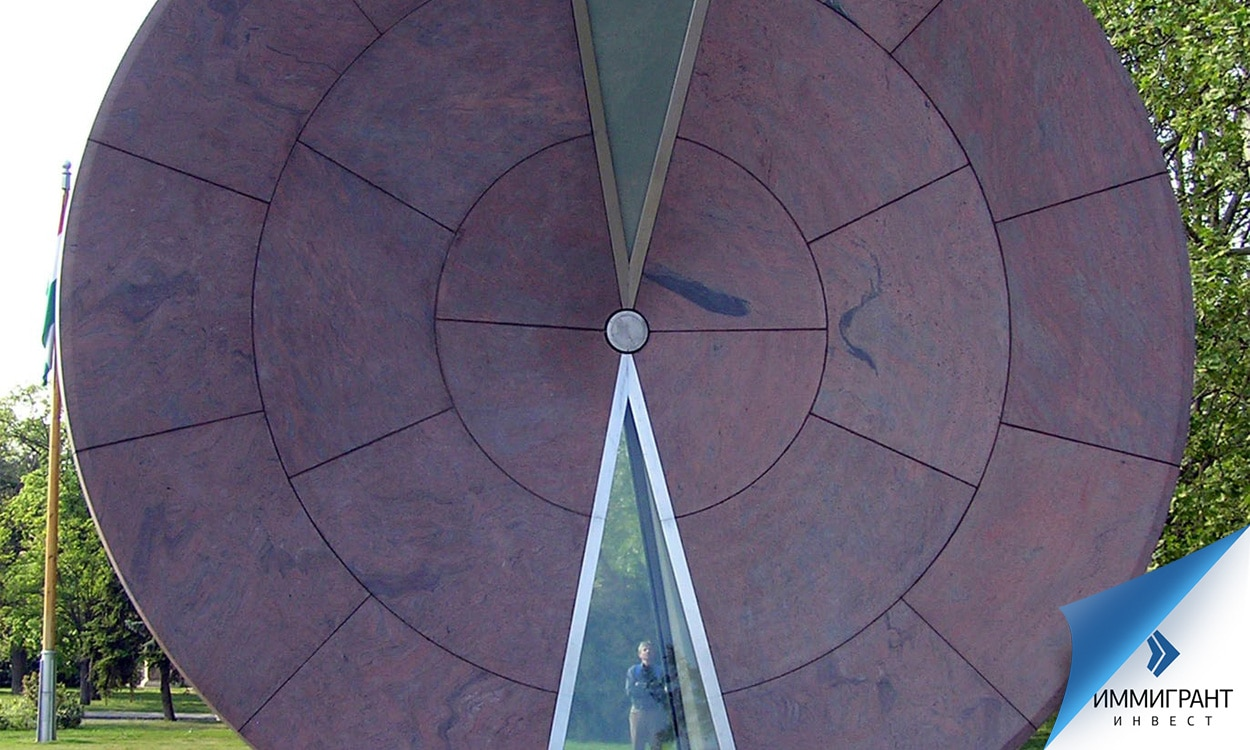 Песочные часы «Колесо времени» появились в парке развлечений Városliget в 2004 г., после вступления Венгрии в ЕС