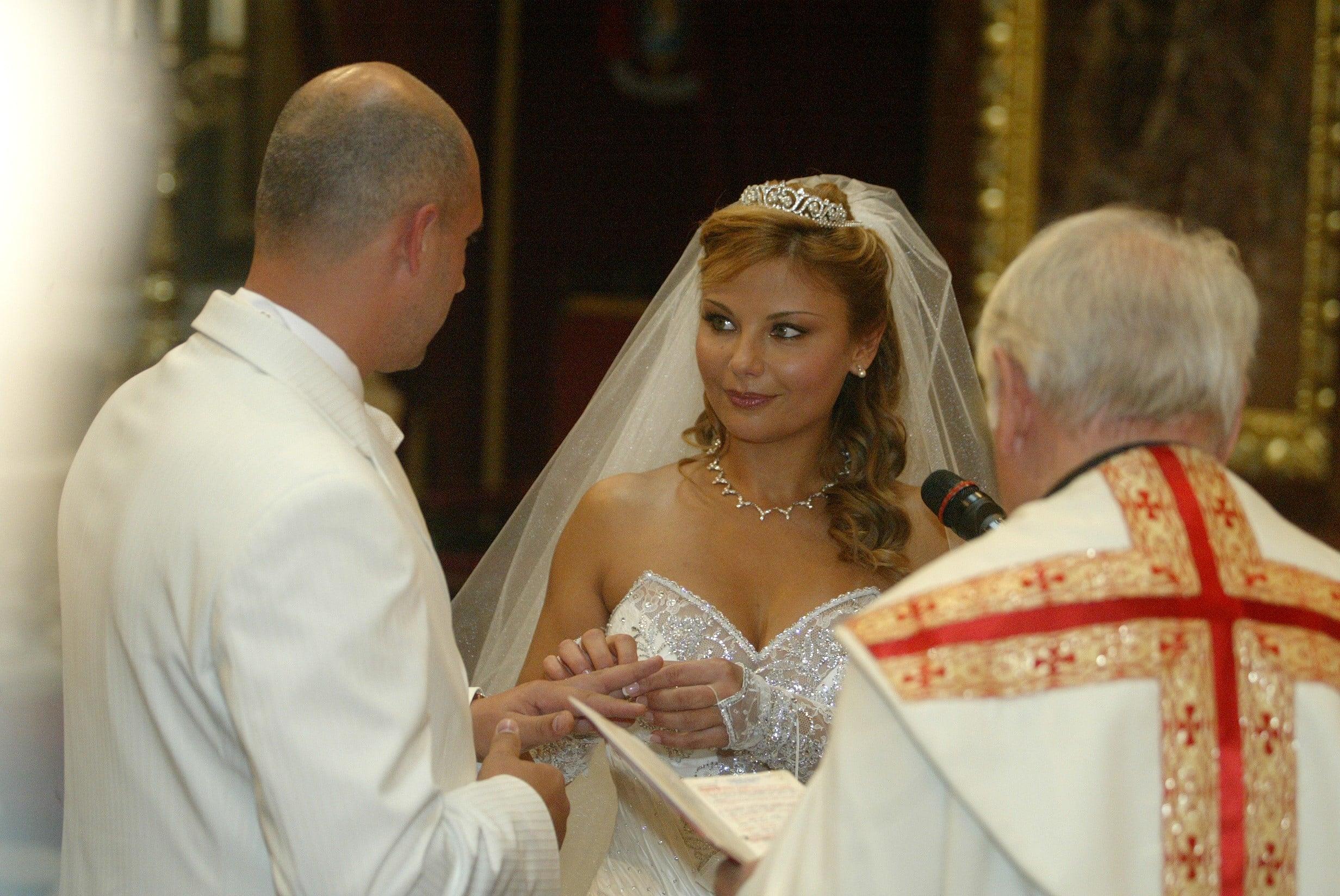 Свадебная церемония в церкви Венгрии